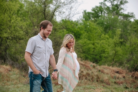 lifestyle maternity photographers in dallas