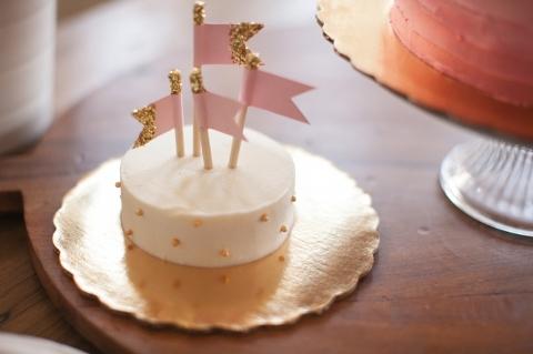 white and gold smash cake